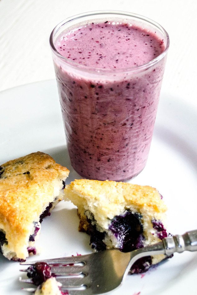 komedal road blueberry scones and fruit smoothie