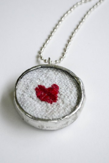 komedal road - embroidered heart necklace