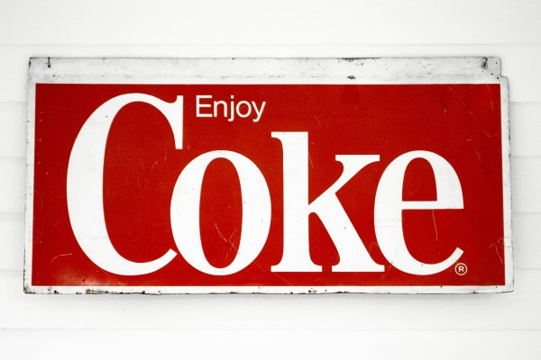 komedal road - coke sign