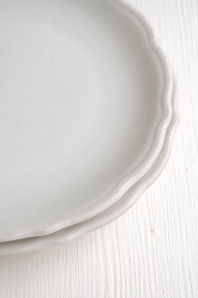 komedal road - white plates - edge detail